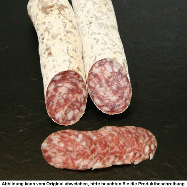 Portionsdarm von der luftgetrocknete Salami vom Strohschwein